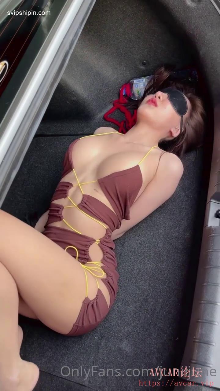 泰国极品巨乳高颜值夜店领舞模特▌Juniijune ▌后备箱的尤物各种日常全裸开车露出,极.jpg