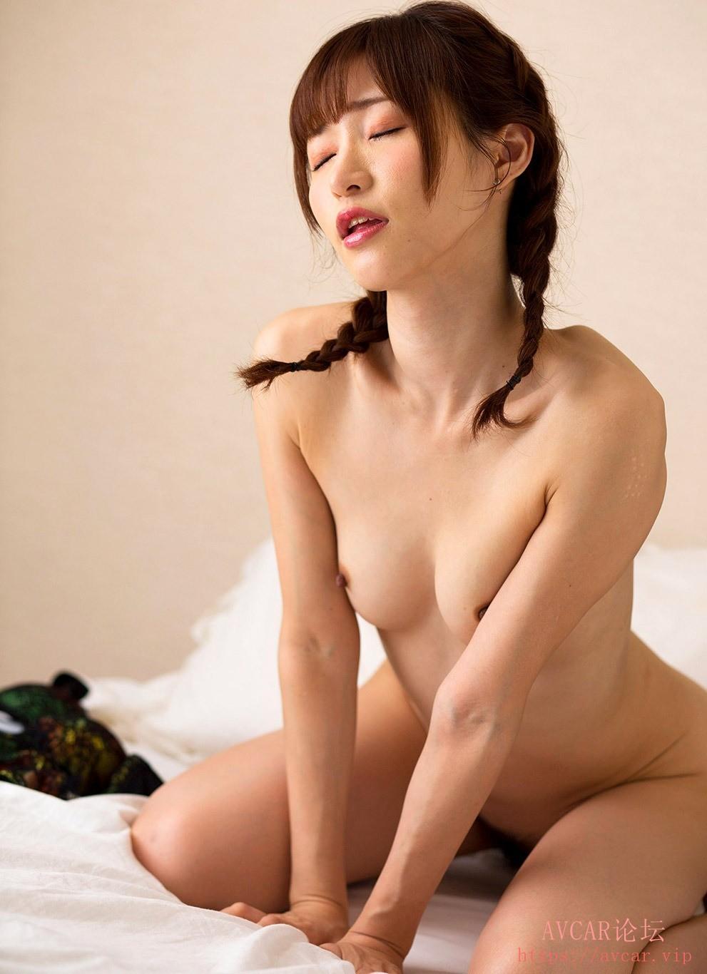 moe-amatsuka-12.jpg