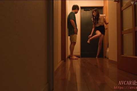 《高清》父母不在家叫来女朋友一起玩游戏